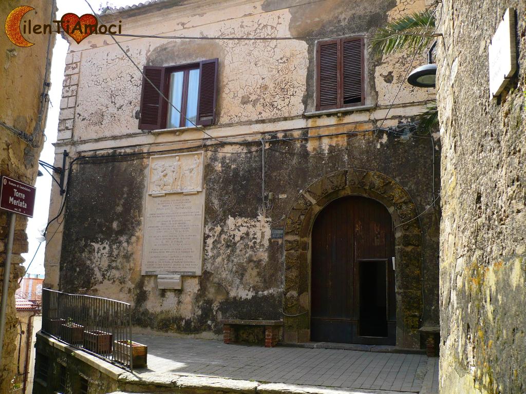 Cosa vedere a castellabate for Palazzo in stile spagnolo