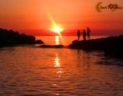 Pesca in mare al tramonto