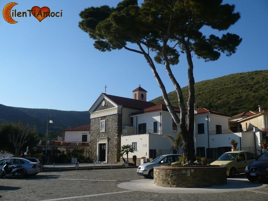 Chiesa Santa Maria delle Grazie e Piazza Giovanni Paolo II, Ogliastro Marina (Castellabate)